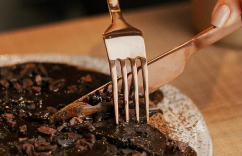 Receita: bolo de chocolate com calda de Supercoffee