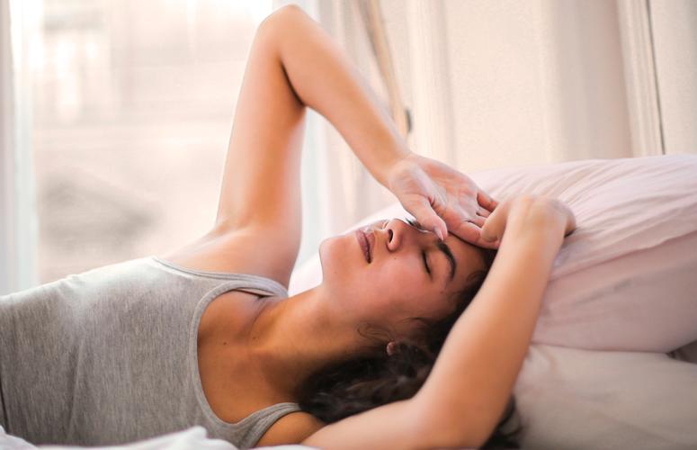 Dormir menos reduz os sentimentos positivos e afeta o raciocínio