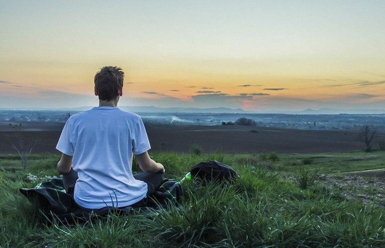 Terapias do sossego: sons binaurais e mindfulness combatem a fadiga mental