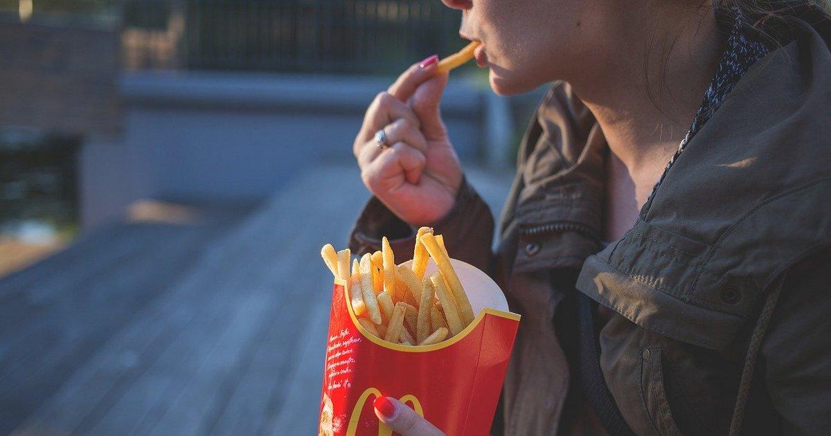o excesso de fast food é um hábito moderno