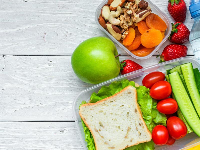 O que comer e o que evitar quando está calor