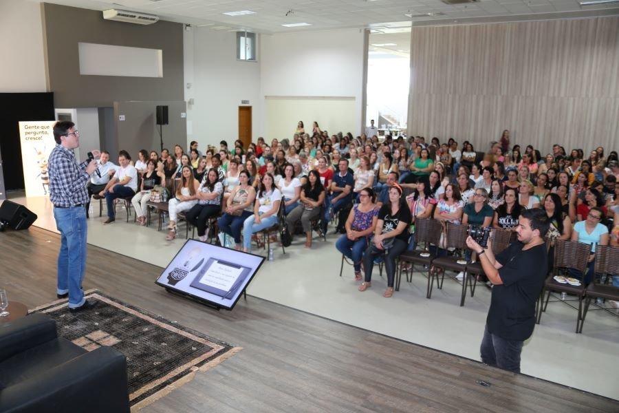 Mais de 300 educadores da regi%c3%a3o participaram do evento