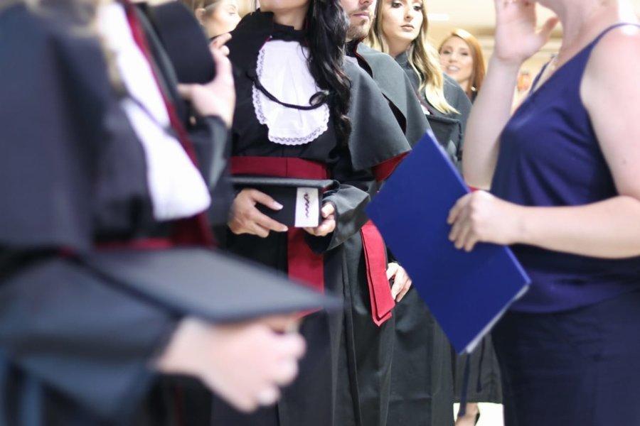 Unioeste turmas se formam e recebem diplomas de conclus%c3%a3o de curso
