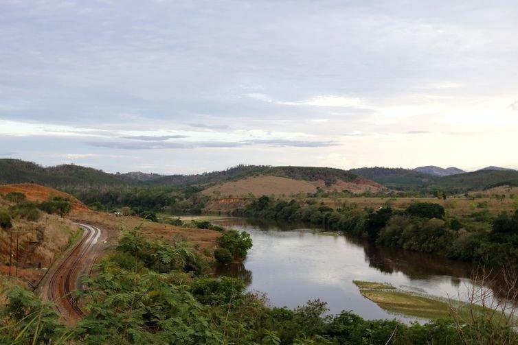 Samarco e renova atrasam dragagem de usina  multa soma r  46 milh%c3%b5es trecho do rio doce na regi%c3%a3o de periquito   t%c3%a2nia r%c3%aago ag%c3%aancia brasil