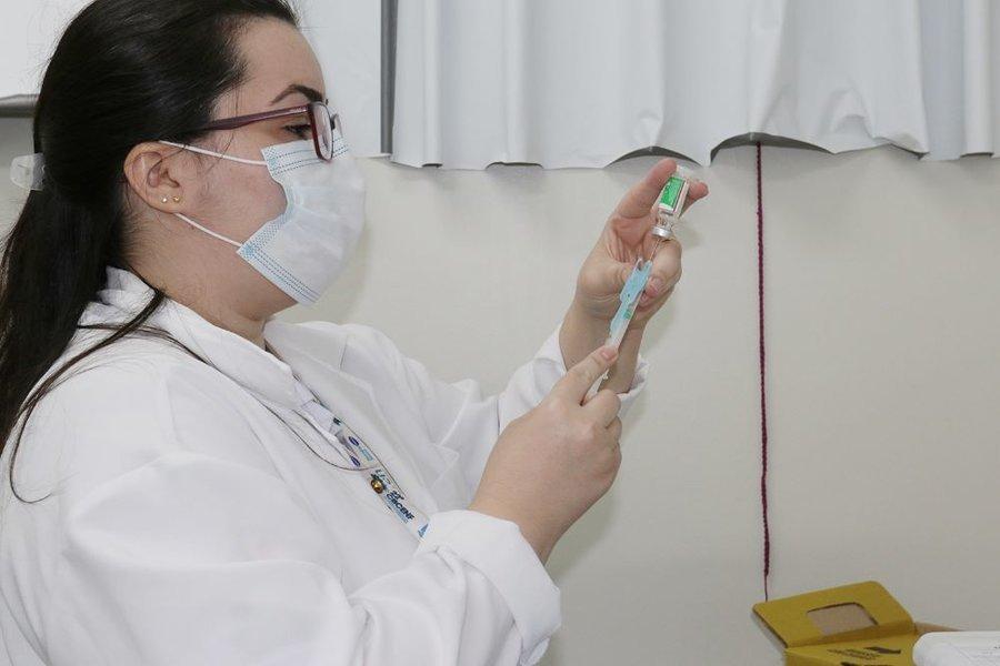 Vacinacao covid ubs jd. europa carlos rodrigues 03