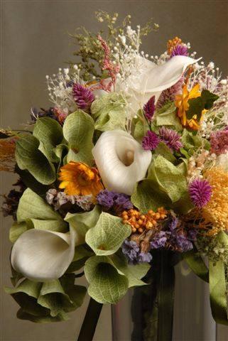 bouquet callas, sinos da Irlanda e campestres