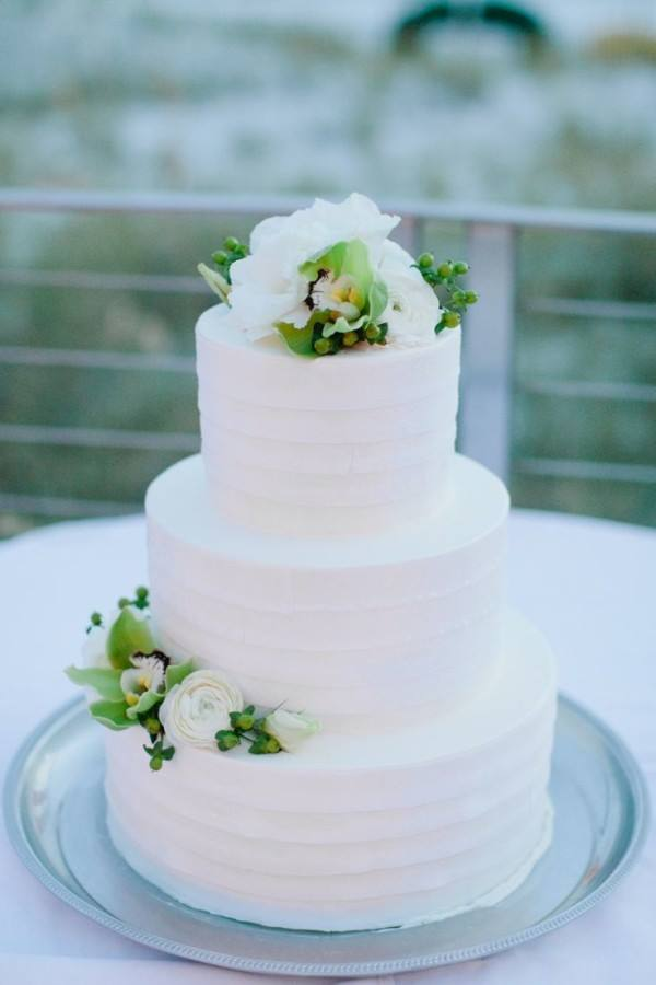 Plain Wedding Cakes With Flowers