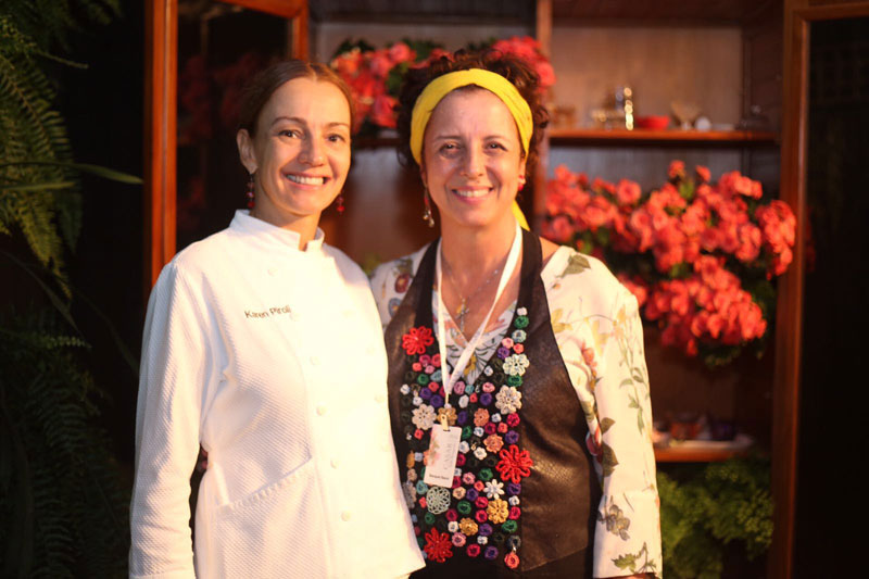 As chefs Agnes e Karen, do Bouquet Garni, prepararam um delicioso jantar no evento. Foto: Laura DaCal
