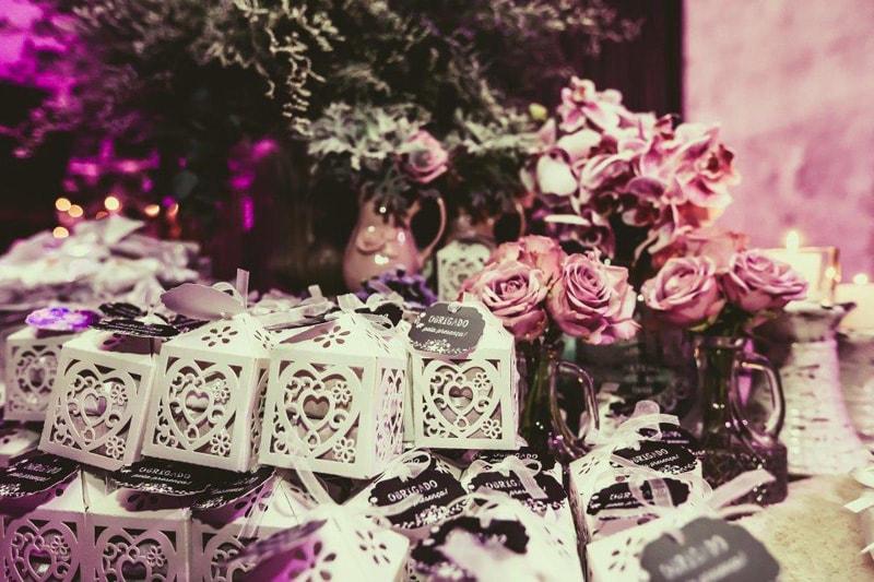 casamento-flavia-e-arthur-decoracao-rosa-e-roxa-casarpontocom (25)