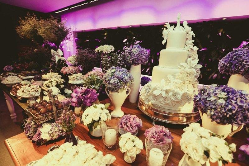 casamento-flavia-e-arthur-decoracao-rosa-e-roxa-casarpontocom (30)