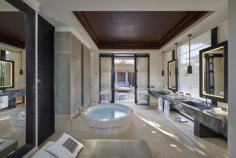 marrakech-villa-oriental-pool-bathroom-min