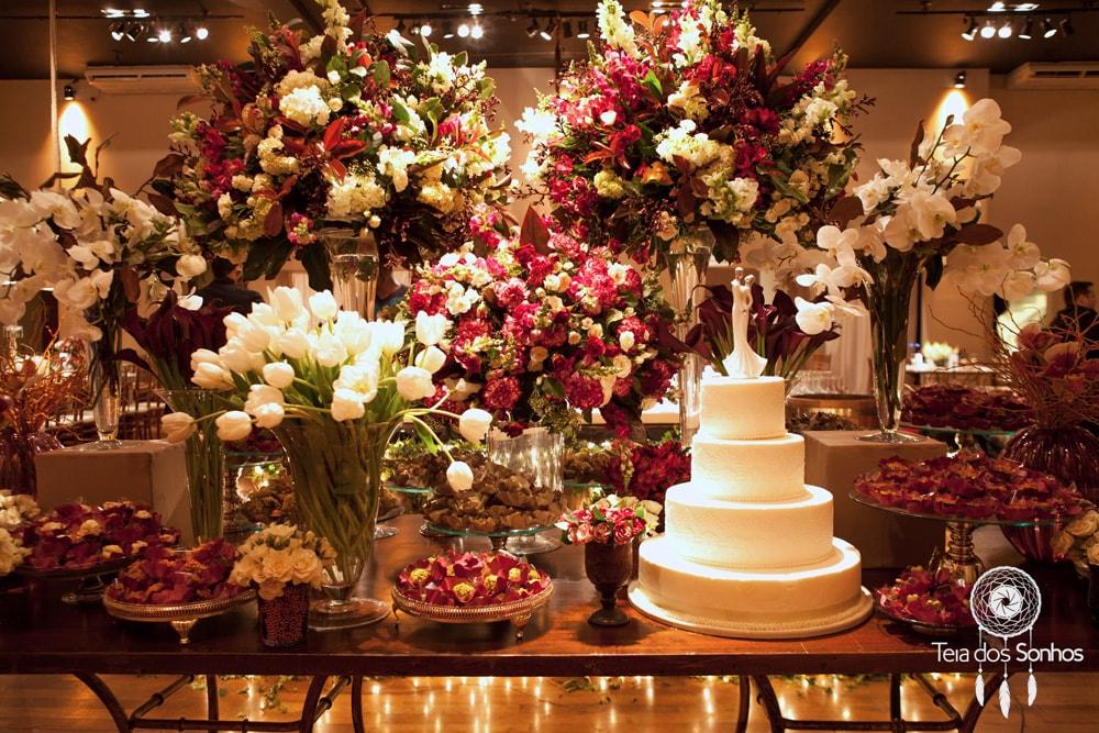 Casamento com decoração em tons de marsala e branco – Natália e Eduardo
