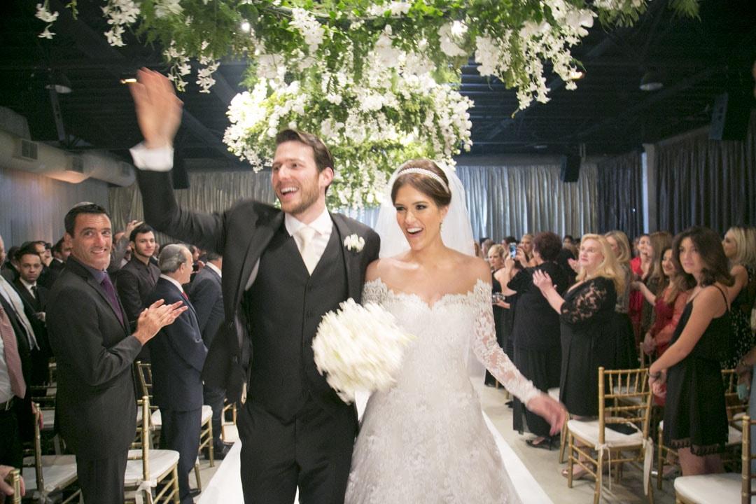 Casamento tradicional com decoração branca e verde – Marcia e Daniel