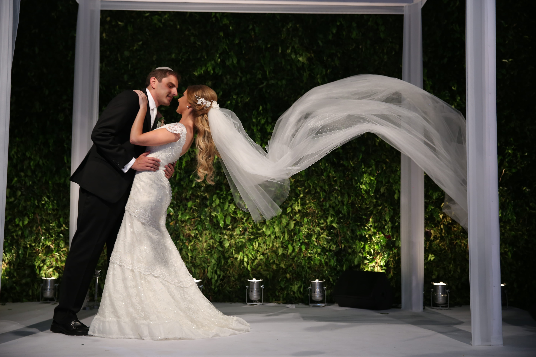 Casamento com decoração branca e verde – Isabela e Sebastian