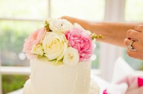 bolo-casamento-flores-naturais-min