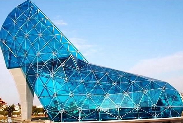 abd2298801a68 Esta igreja tem o formato de um sapato de cristal | Casar.com
