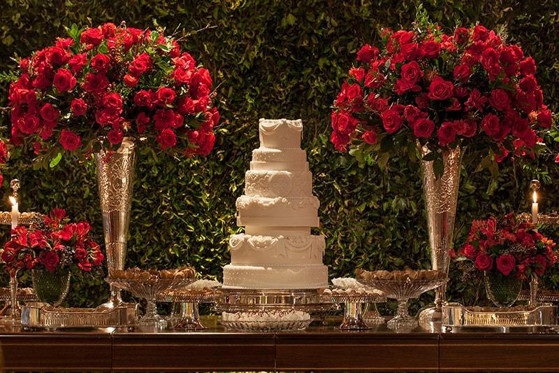 Casamento com decoração clássica em tons de vermelho – Ligia e Saulo