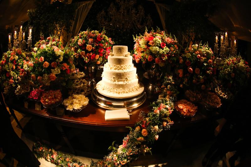 Casamento com decoração florida: Vivi e Felippo