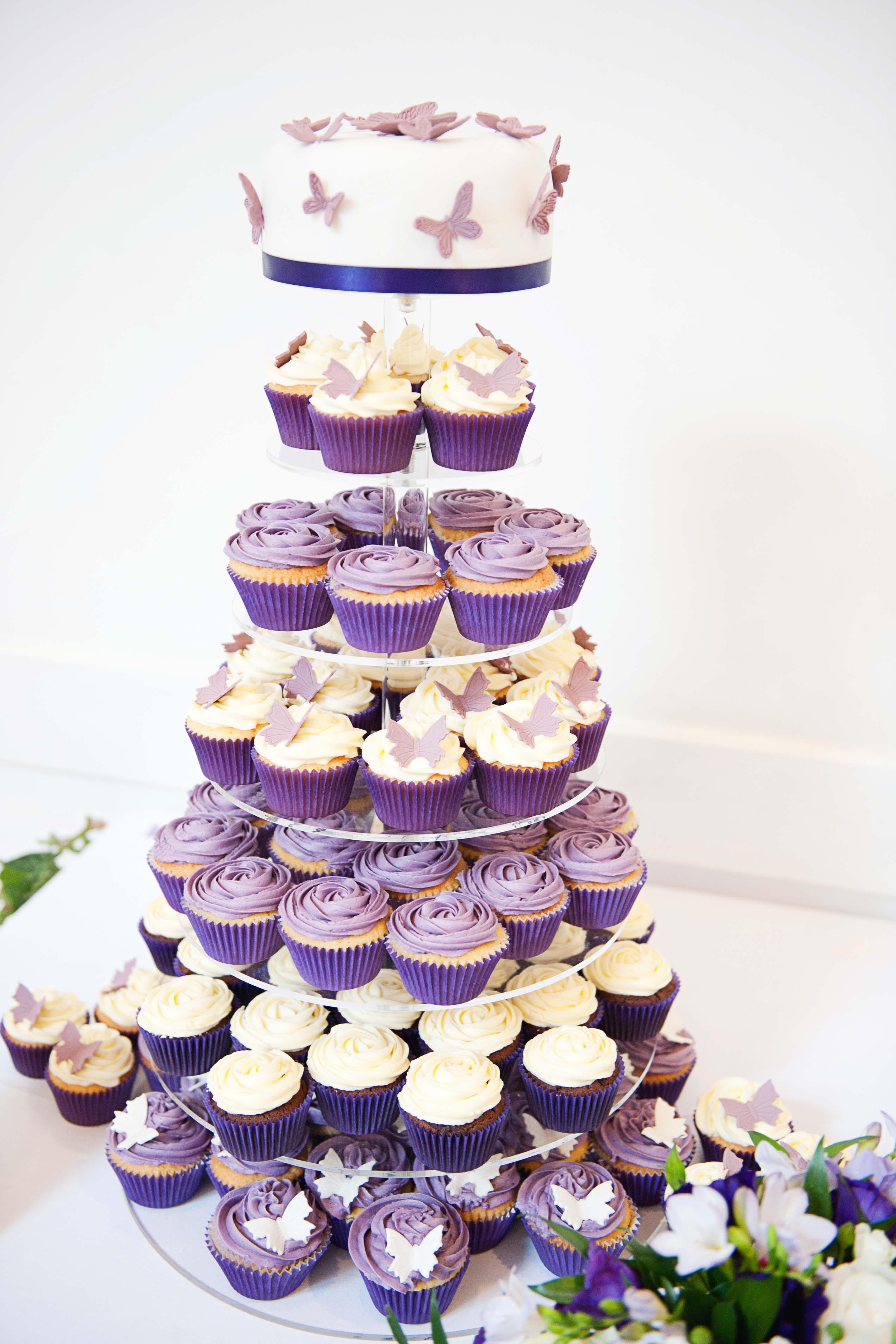 torre-cupcake-casamento-min