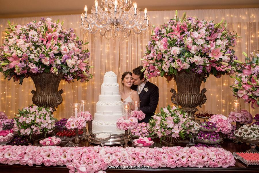 Casamento no campo com decoração em tons de rosa