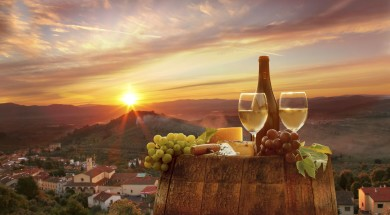 chianti-wine-grapes-barrel-sunset-min