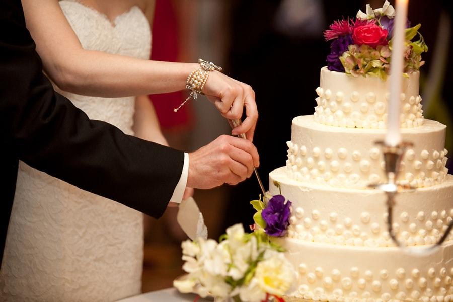 "Amanda responde: ""Qual o momento certo de cortar o bolo no casamento?"""