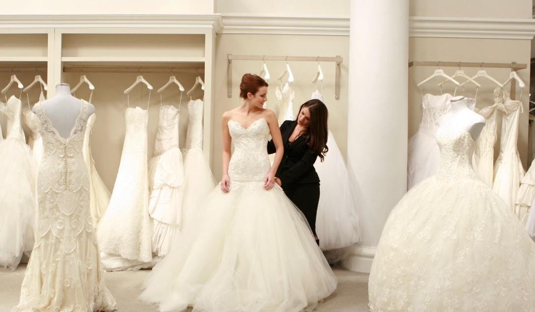 "Amanda responde: ""Vestido de noiva – comprar ou alugar?"""