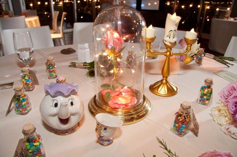 Casamento inspirado na Disney em que cada mesa representa um clássico diferente