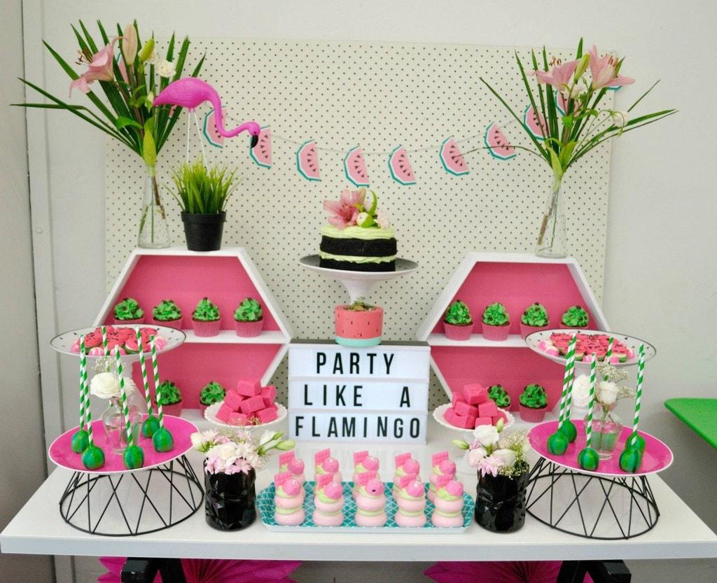 Chá de panela: decoração com o tema flamingo