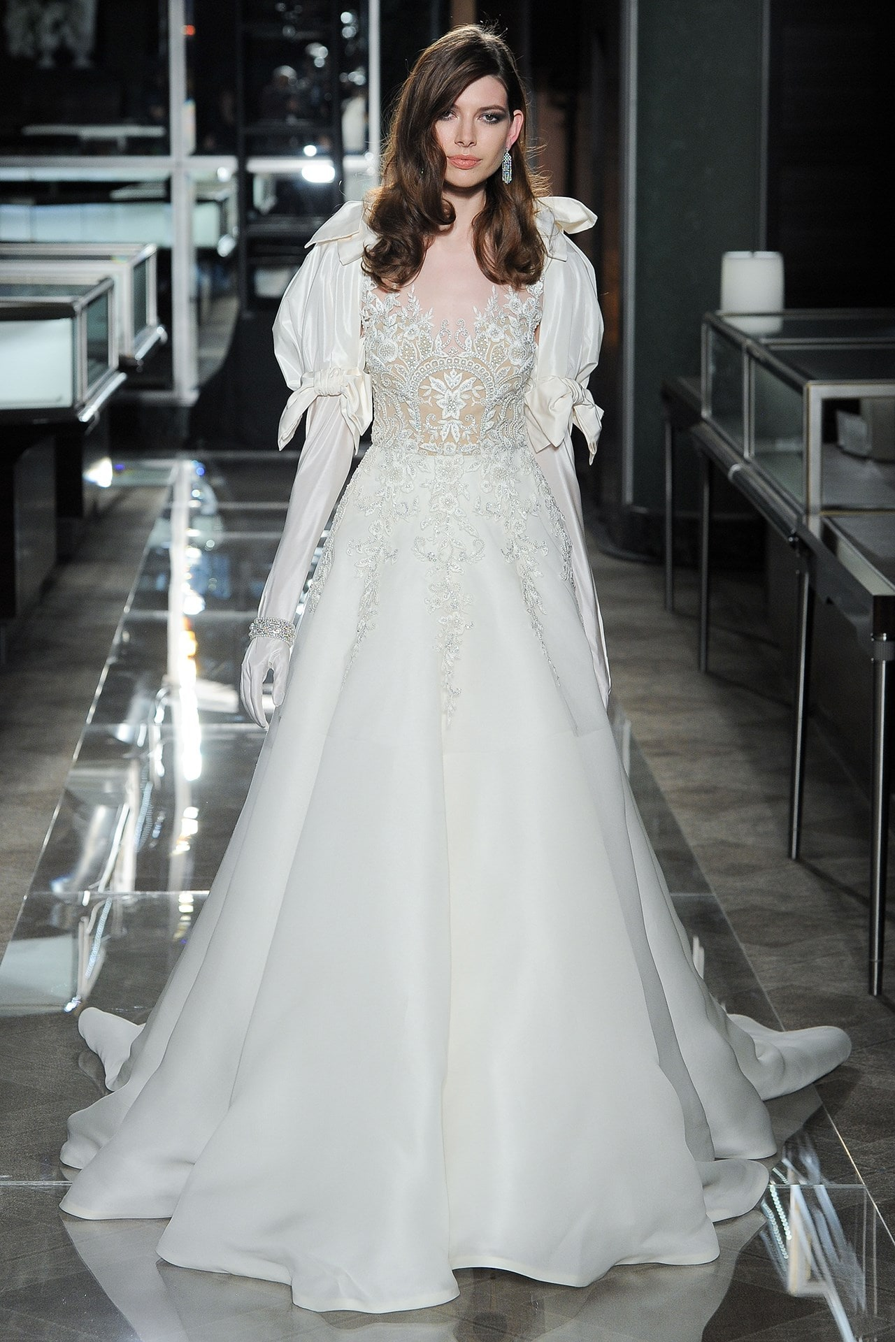 b_ree_lb_ss18_020-brides-19apr17-pr_b-min