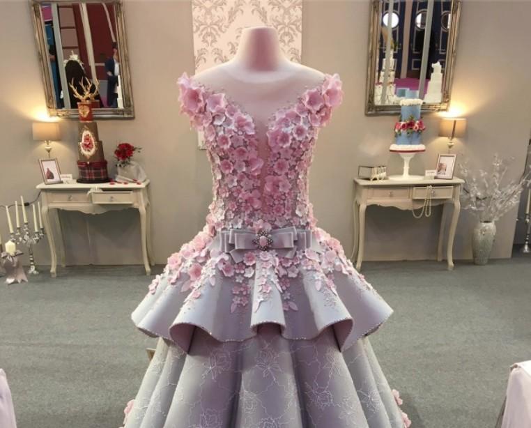 Bolo de casamento em forma de vestido de noiva é a nova sensação da internet