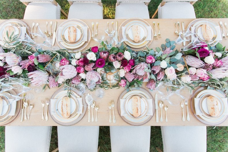 Mesa posta ao ar livre: Ideias lindas de decoração para o seu casamento
