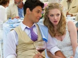 Amanda-Seyfried_The-Big-Wedding_2013