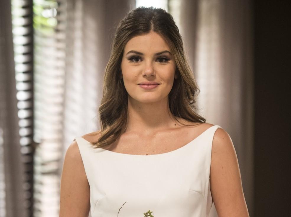 """Veja a atriz Camila Queiróz vestida de noiva em """"Pega Pega"""""""