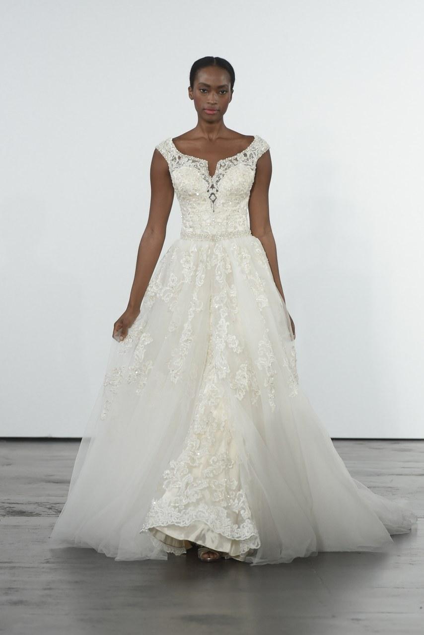 dennis-basso-for-kleinfeld-wedding-dresses-fall-2018-009