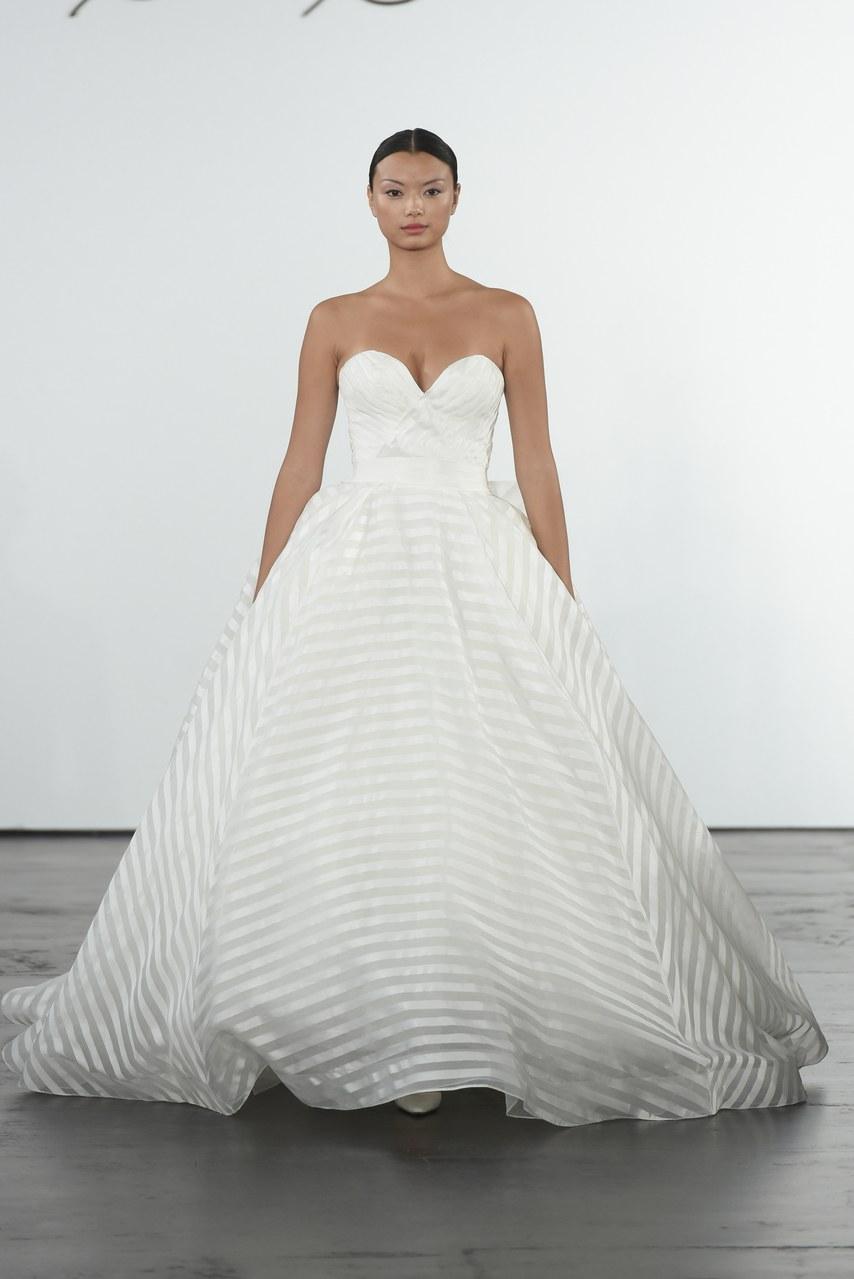 dennis-basso-for-kleinfeld-wedding-dresses-fall-2018-011