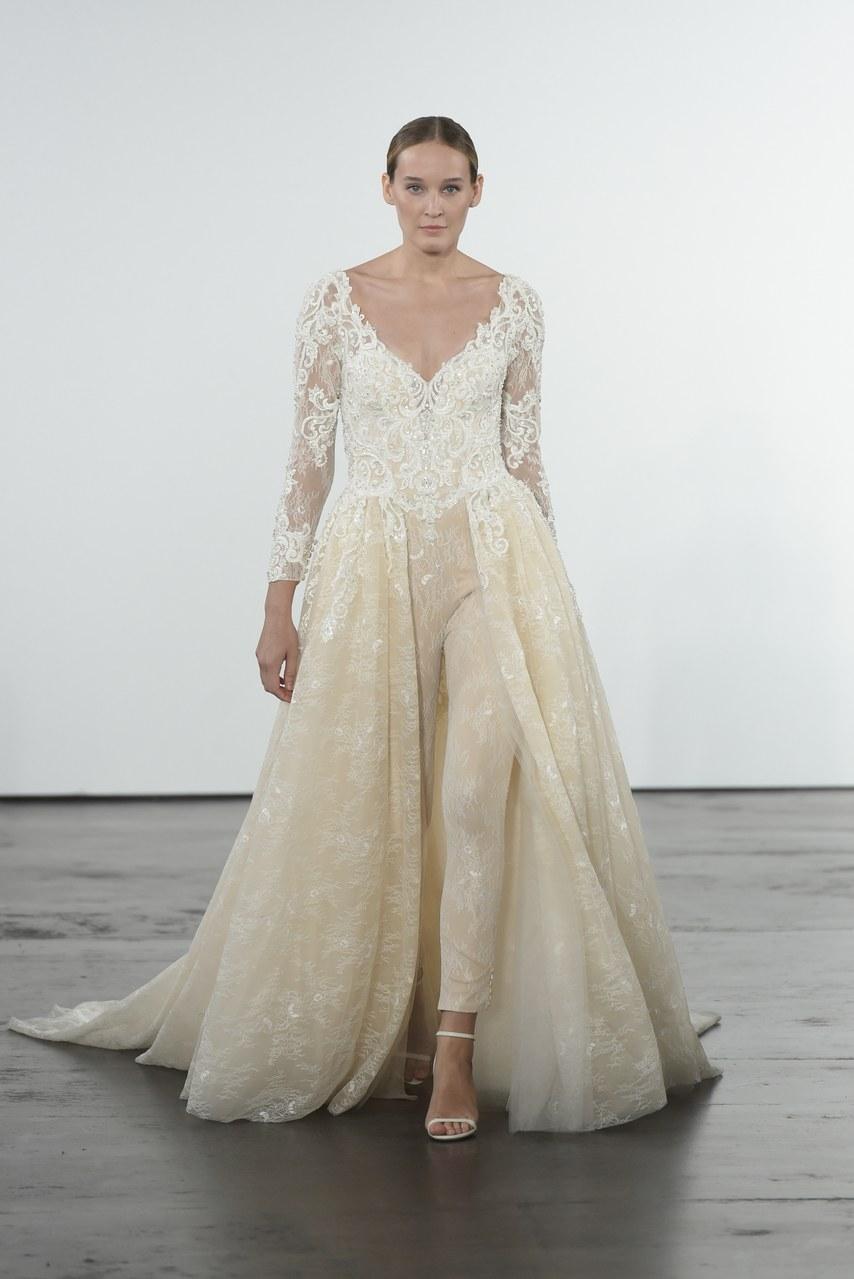dennis-basso-for-kleinfeld-wedding-dresses-fall-2018-015