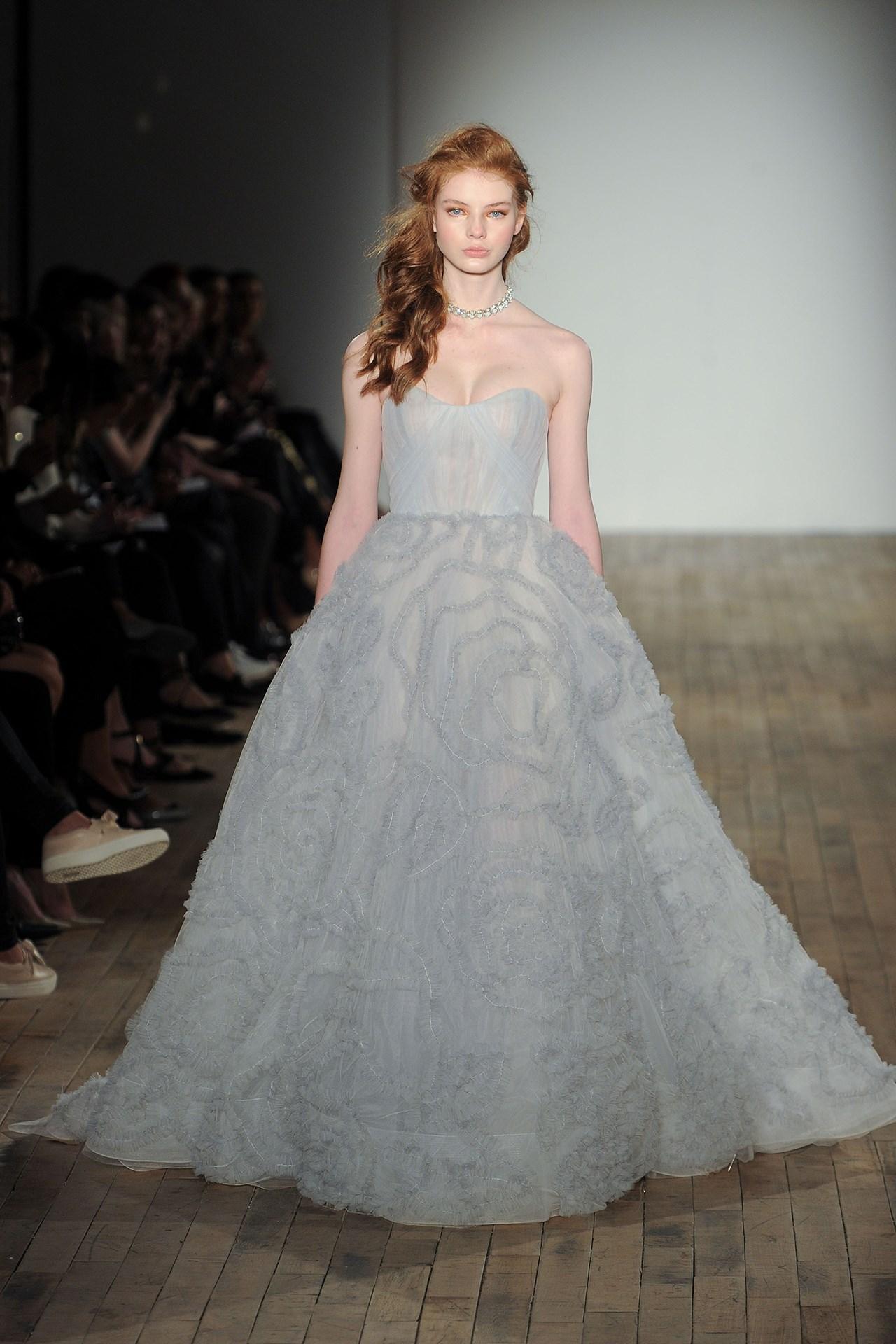 tendencia-vestido-noiva-2018-fundo-azul-JLM Couture