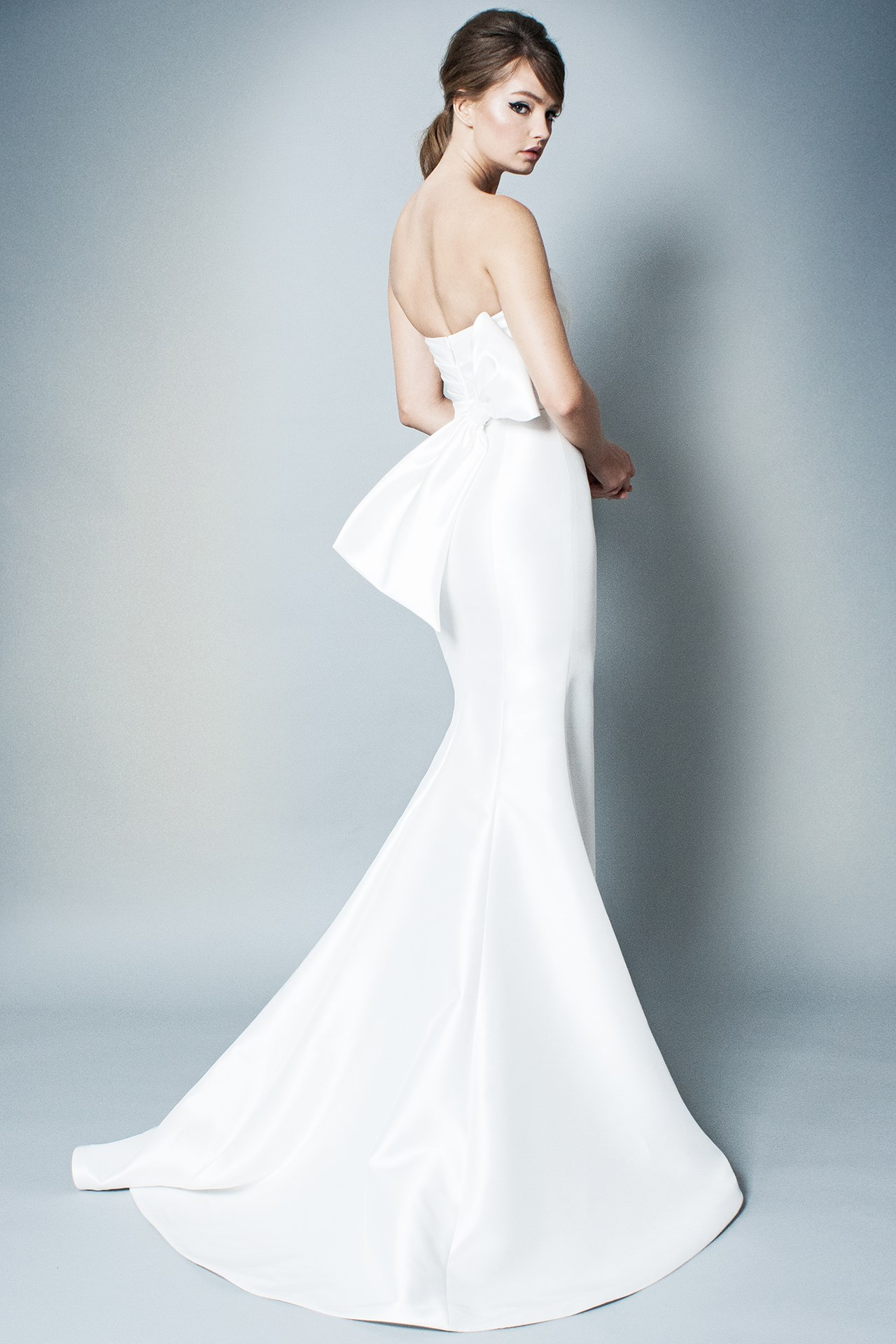 tendencia-vestido-noiva-2018-lacos-Romona Keveza