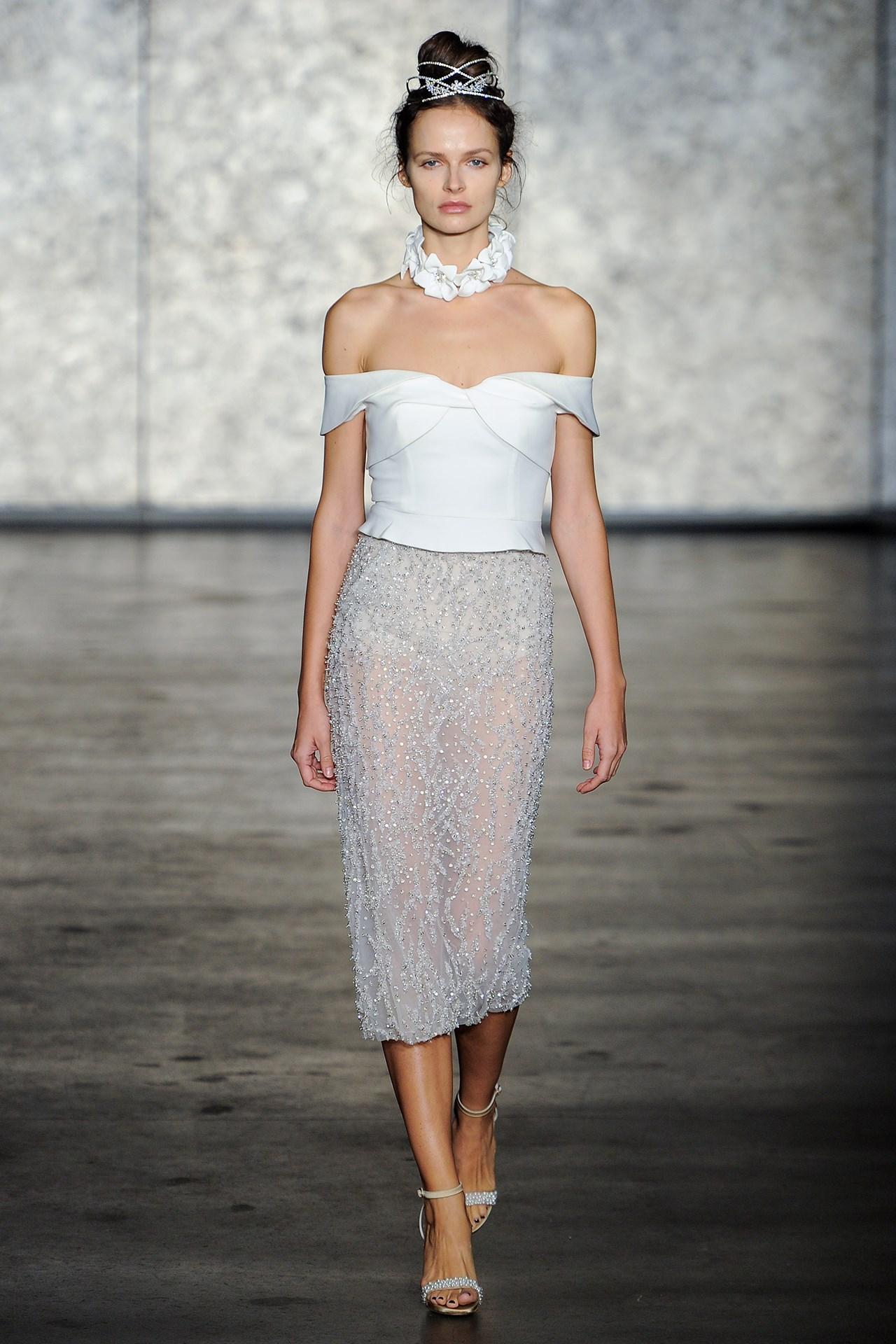 tendencia-vestido-noiva-2018-ombro-a-ombro-Inbal Dror