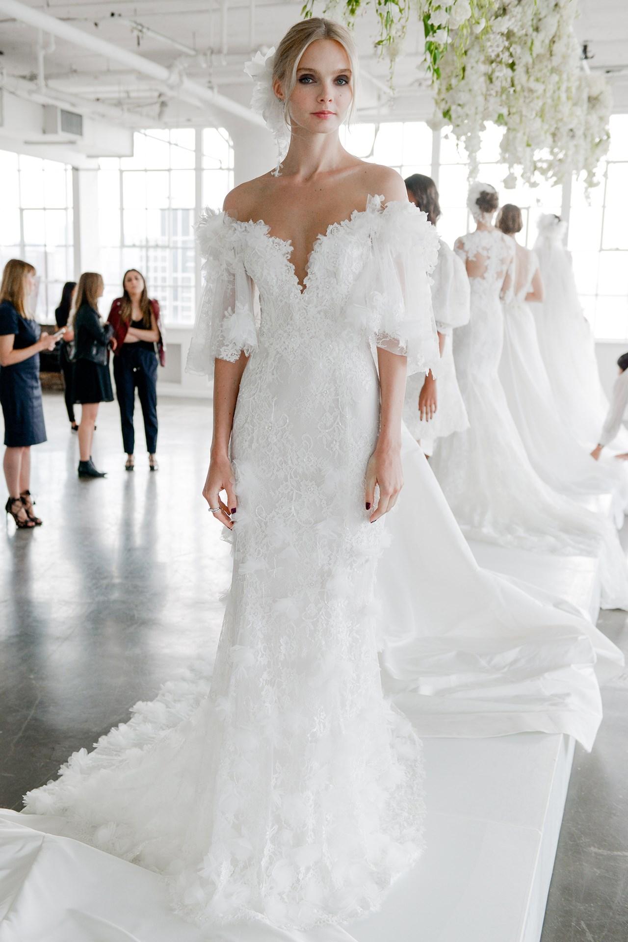 tendencia-vestido-noiva-2018-ombro-a-ombro-Marchesa