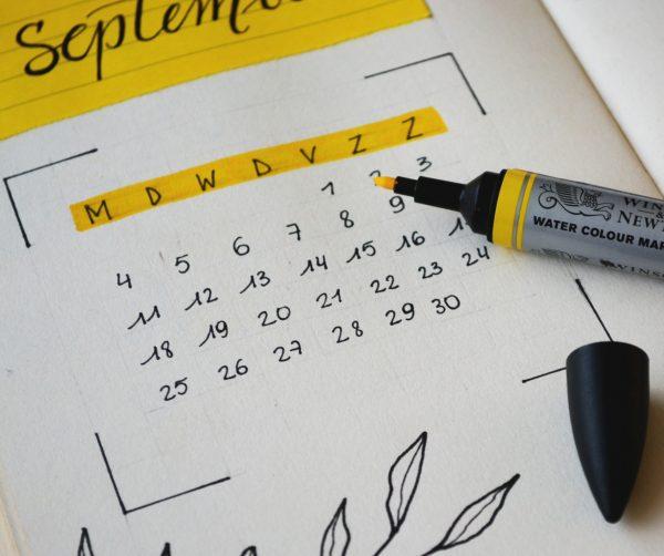 Escolher a data é um dos preparativos para casamento