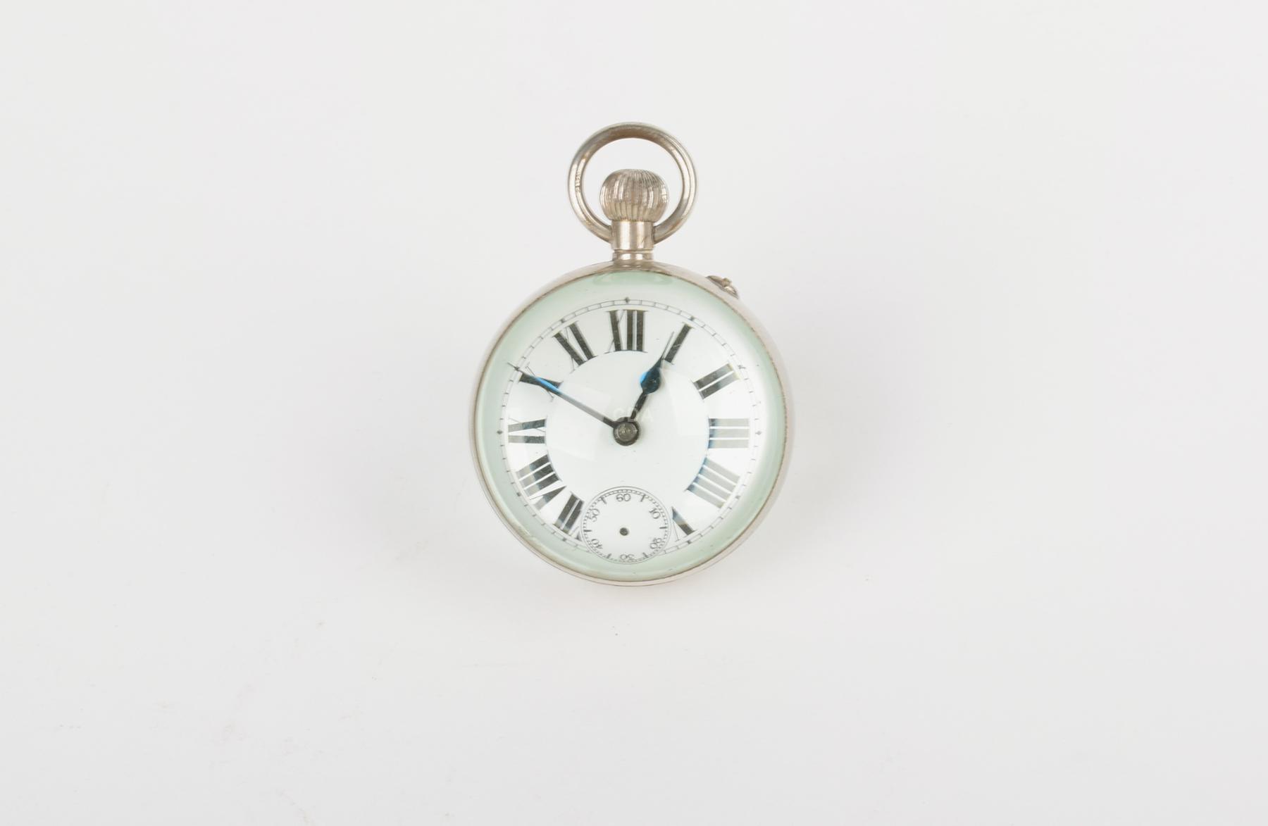 Relógio de mesa simulando de bolso