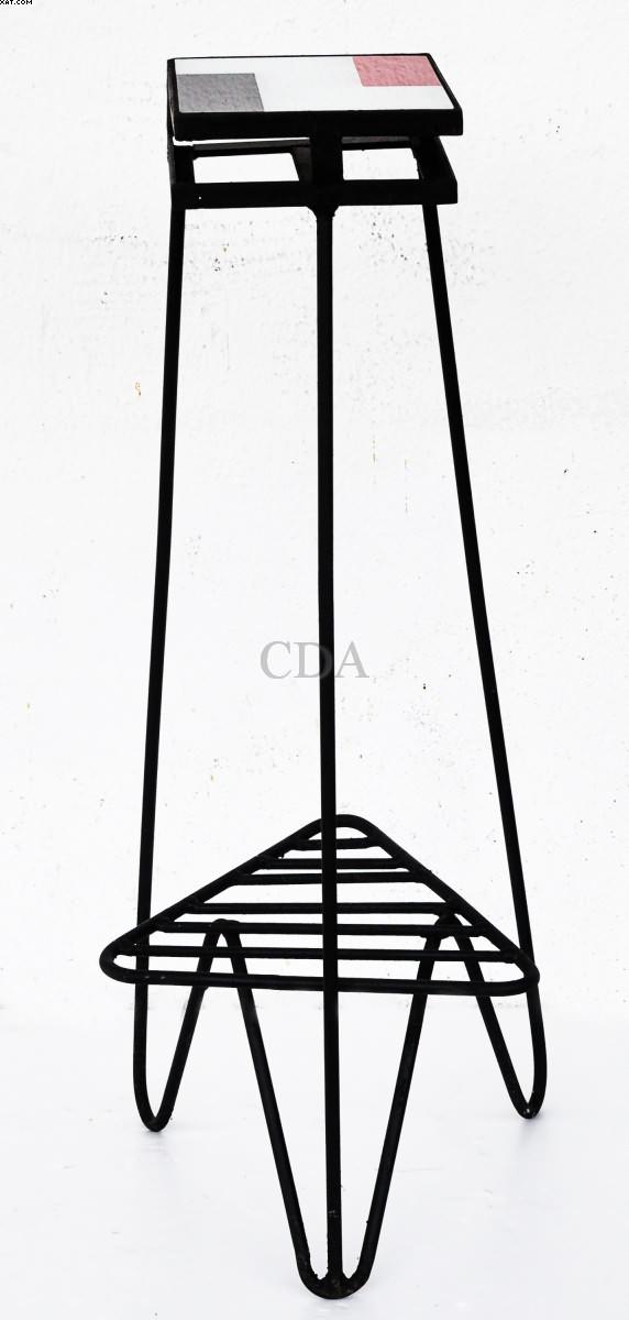 Charmosa mesinha lateral de designer em ferro - Abraham Palatnik - Abraão Palatnik - Abraao Palatnik