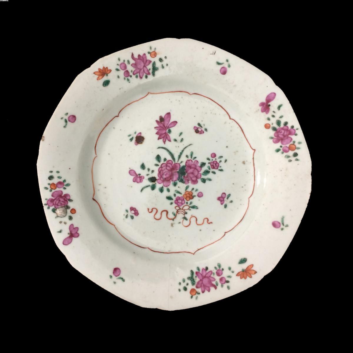 Prato em porcelana cia. das Índias decoração família rosa, Dinastia Qing