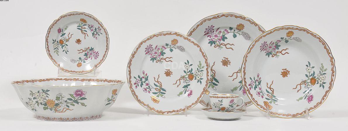 Serviço de jantar em porcelana portuguesa