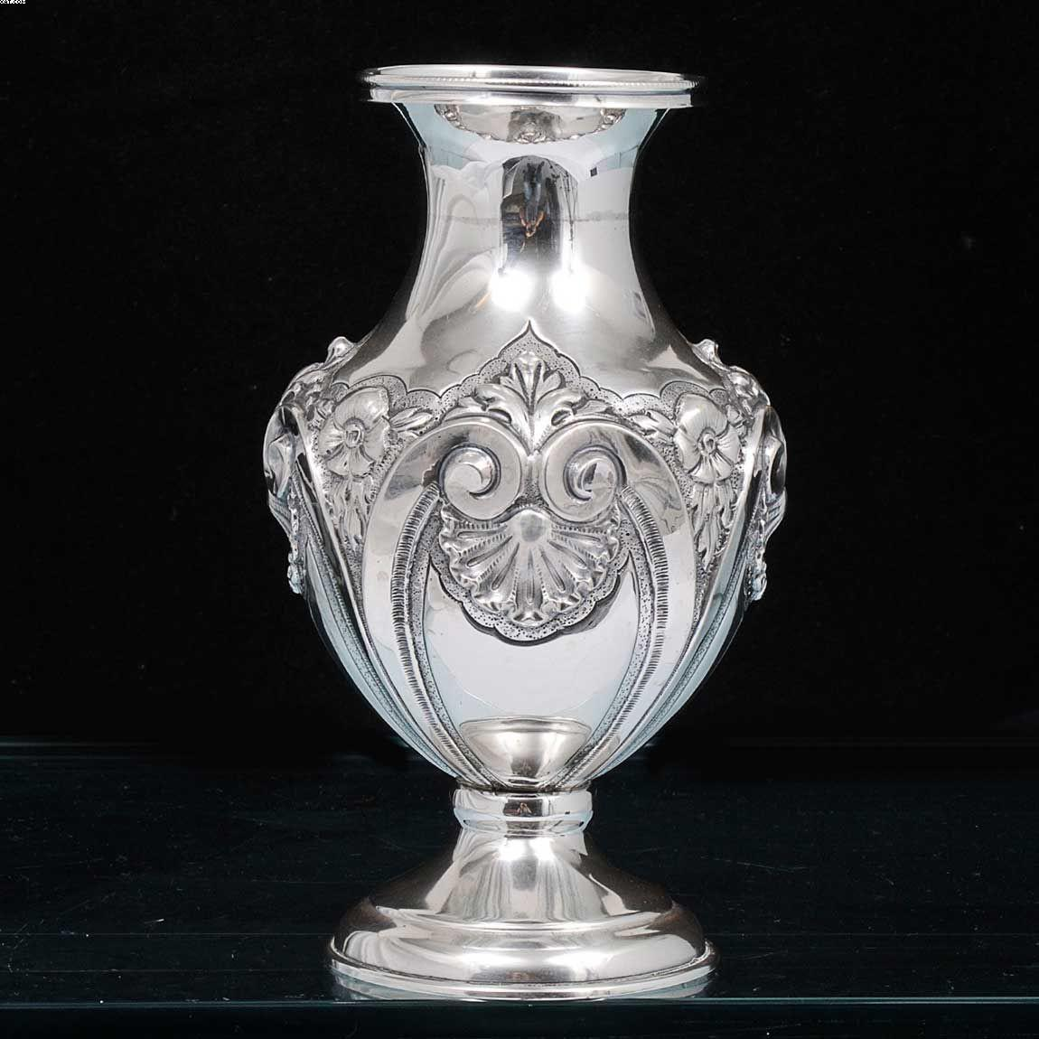 Vaso em forma de balaústre em prata