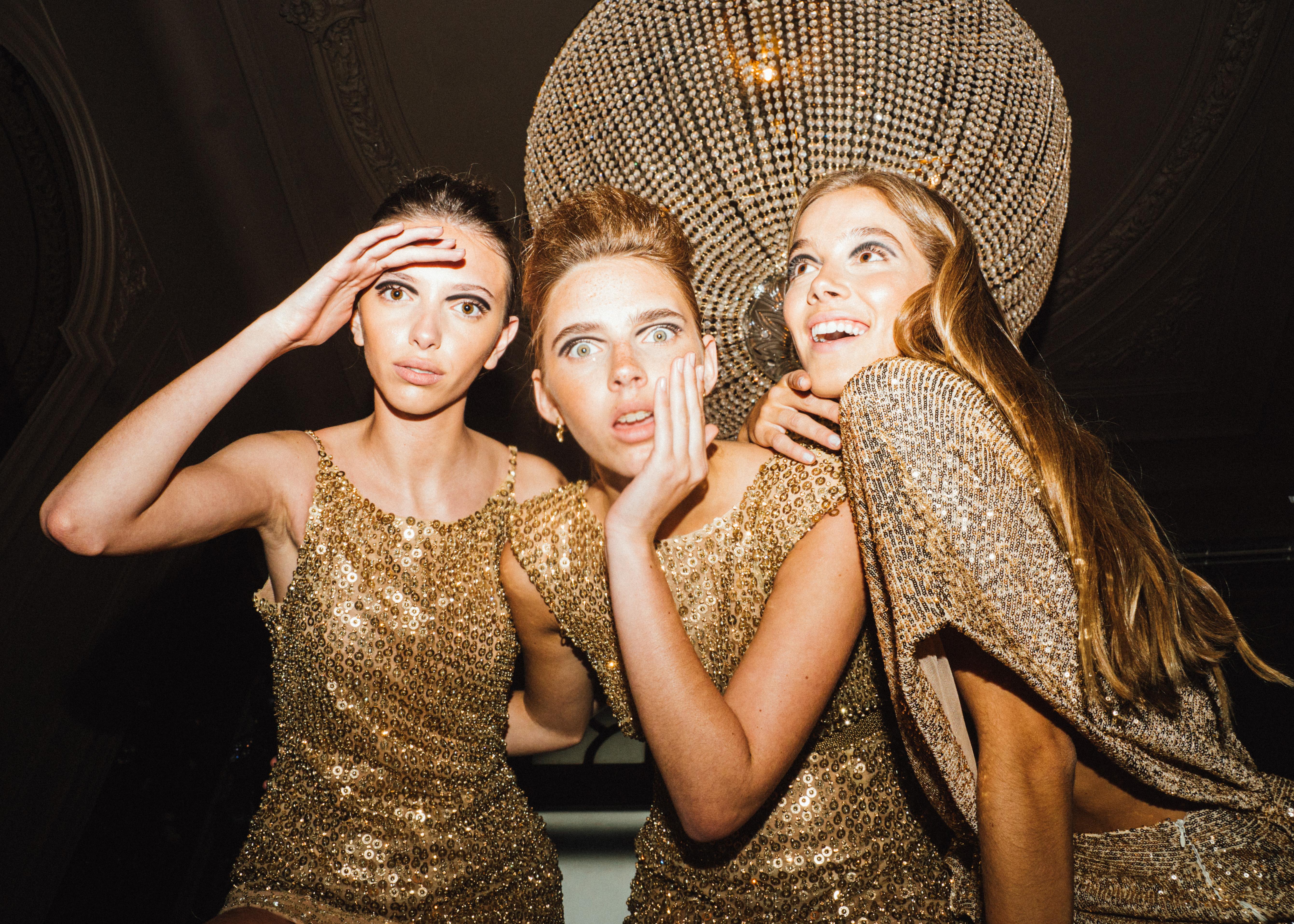 Estilos, elegancia y luces: El desfile de la nueva colección  de Maria Gorof