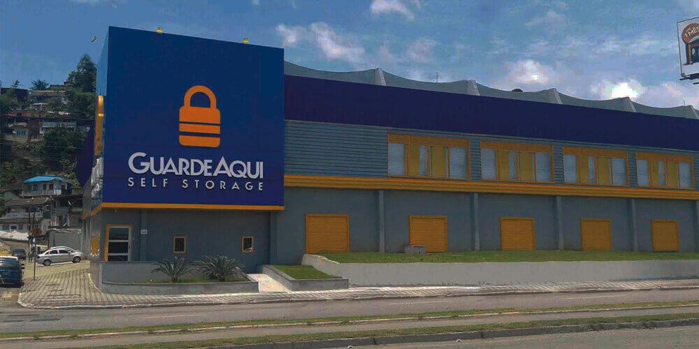 Fotografia da fachada do GuardeAqui Unidade Santos