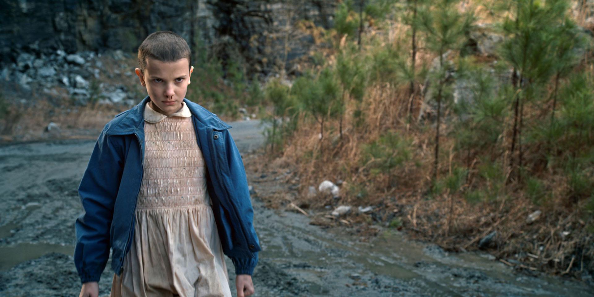 La adolescente en la piel de Eleven, una nena rapada con poderes psicoquinéticos.